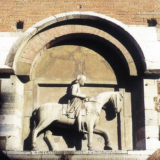 Piazza Mercanti palazzo della ragione milan walking tour