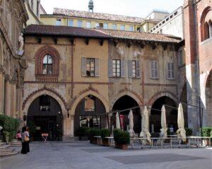 palazzo dei notai milan walking tour