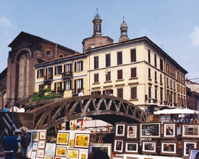 milan shopping tour open air antiques fair naviglio grande